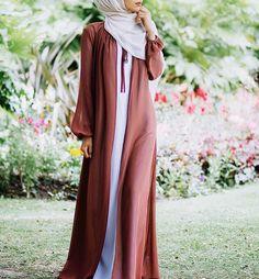 IG: Taslim_R || Abaya Fashion || IG: Beautiifulinblack