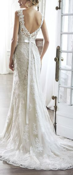 dramatic V low back lawe wedding dresses with ribbon belt