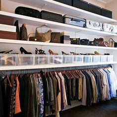 On craque pour le dressing ouvert - Zimmer Diy Walk In Closet Small, Small Closets, Small Rooms, Open Wardrobe, Bedroom Wardrobe, Wardrobe Closet, Diy Dressing, Dressing Room, Closet Bedroom