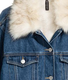 Dark denim blue. Pile-lined jacket in washed denim with a detachable faux fur collar. Buttons at front and at cuffs. Chest pockets with flap and button,