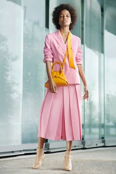 Akris Resort 2020 Collection - Vogue pink skirt and blouse with yellow accessories. Suit Fashion, Pink Fashion, Fashion 2020, Love Fashion, Fashion Outfits, Womens Fashion, Fashion Trends, Office Fashion, Estilo Street