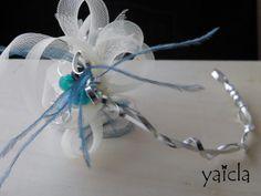 hilo de aluminio,sinamay,bolas en cristal azul y plumitas azules #novias