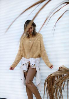 www.chonandchon.com pull jaune H&M Zara, Sunnies, Cozy, Knitting, Fashion, Moda, Sunglasses, Tricot, Fashion Styles