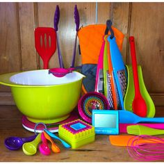 This is what i want for my kitchen.!!! I love the colors.!!!! Complete colour kitchen set
