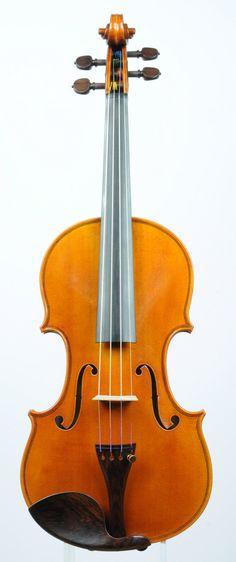 A very nice violin of Carlo Bergonzi shape by violinmaker Steffen Nowak.