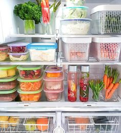 Mums share hacks for making their vegetables stay fresh for WEEKS To help make life easier and prevent wastage, hundreds of savvy Australian mothers have shared their easy storage tricks that keep their vegetables fresh for up to three weeks. Refrigerator Organization, Kitchen Organization Pantry, Home Organisation, Recipe Organization, Organization Hacks, Bedroom Organization, Organizing Tips, Organising, Healthy Fridge