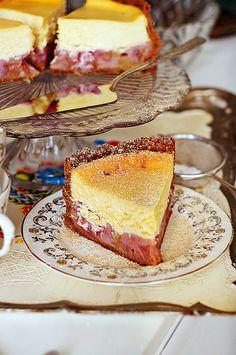 rhubarb cheesecake (3) http://dariaanna.blogspot.ie/2013/05/sernik-z-rabarbarem-pod-rabarbarem.html