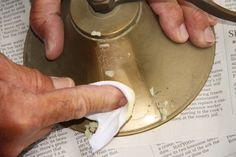 Trucos caseros para limpiar metales, alabastro y bisutería