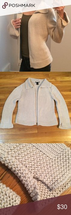 Macy's Warm Comfy Thick Sweater Great Condition! Very warm! Super comfy! Sweater has long sleeves that I love. Macy's Sweaters Cardigans