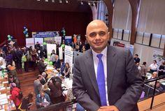 """تعرف على """"ساجد جافد"""" أول وزير مسلم في #بريطانيا"""