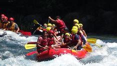 In Antalya gibt es viele Flüsse, die zum Rafting geeignet sind. Eine der wichtigsten Raftingrouten unseres Landes ist Köprüçay. Ausgehend vom Stiergebirge, das durch Naturwunderschluchten führt, strömt Köprüçay aus dem Süden von Serik ins Mittelmeer. Beide Seiten sind steil und führen bis zum Köprüçay, der von unterirdischen Quellen im Canyon gespeist wird. Dies ist eines der schönsten natürlichen Erholungsgebiete der Türkei. Antalya, Rafting, Turu, Extreme Sports, Jeep, Boat, Mediterranean Sea, Mountain Range, Recovery