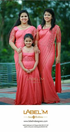 Baby twins fashion daughters Ideas for 2019 Lob, Mom Daughter Matching Dresses, Mother Daughter Fashion, Saree Dress, Sari Blouse, Blouse Neck, Stylish Sarees, Trendy Sarees, Saree Blouse Designs