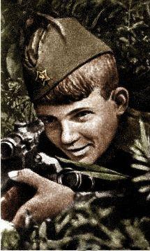 """Василий Курка -самый молодой из известных снайперов Великой отечественной войны, имевших крупные боевые счета.  """"Был воспитанником 395-й СД. Снайпером стал не в 13 лет как это часто считают а в 15, хотя воевал действительно с 13-ти, с августа 41 года. Боевой счет -179. Был награжден орденами """"Красного знамени"""", """"Красной звезды"""" и почетной грамотой ЦК ВЛКСМ. Погиб в январе 1945г., в звании лейтенанта в боях на Сандомирском плацдарме""""."""