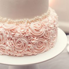 Wedding cake. Beautiful roses. One layer. Sweets. Wow. Cake art. Pearls.