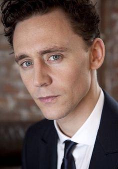 Tom Hiddleston/ Plays Loki on Thor & the Avengers. James Dashner, Thomas William Hiddleston, Tom Hiddleston Loki, Hiddleston Daily, Pretty People, Beautiful People, Pretty Guys, Beautiful Cats, Ex Machina