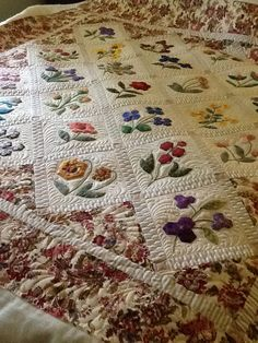 Gorgeous quilting by Jo Botherway, pattern by Anne Sommerlad, quilted by Katrina at Katrina's quilting blog.