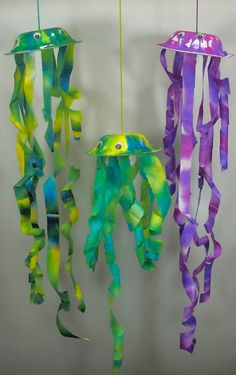 Cool off this summer and explore the ocean in your own backyard! Paper jellyfish make a great decoration for an underwater theme! Our jellyfish make wonderful windsocks for outside. Hang them up on...