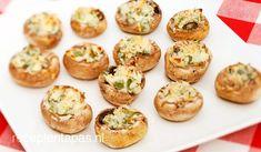 Champignons met bosui  Lekker vegetarisch hapje met roomkaas gevulde champignons uit de oven