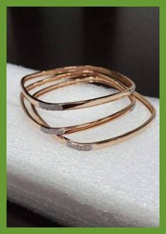 25 trendy Ideas for jewerly simple bracelets jewels 25 trendy Ideas for jewerly simple bracelets jewels Gold Ring Designs, Gold Bangles Design, Gold Jewellery Design, Handmade Jewellery, Cartier Love, Gold Jewelry Simple, Simple Bracelets, Bangle Bracelets, Gravure Metal