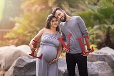 Maternity Photo Outfits, Family Maternity Photos, Maternity Poses, Maternity Pictures, Cute Pregnancy Photos, Couple Pregnancy Photoshoot, Maternity Photography Outdoors, Baby Shower Photography, Photo Shoot