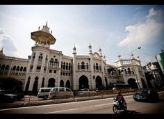 Built in 1910 to a design by architect A.B.Hubbock, the Kuala Lumpur railway station is a Moorish-style building that closer resembles a grand palace than a transport hub. Today, the station has lost much of its traffic to the new KL Sentral station, but several commuter routes still pass through its historic tracks.