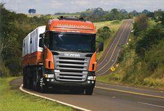 Cavalo-mecânico R 420 com cabine Highline – um exemplo do que a Scania oferece de melhor no século XXI. Brasil.