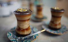 Sirva o cafézinho de um jeito diferente, como Rachel Khoo ensina nesse parfait gelado de café.