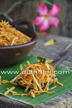 Diah Didi's Kitchen: Kering Kentang Mustofa Potato Recipes, Baby Food Recipes, Snack Recipes, Cooking Recipes, Indonesian Desserts, Indonesian Cuisine, Diah Didi Kitchen, A Food, Food And Drink