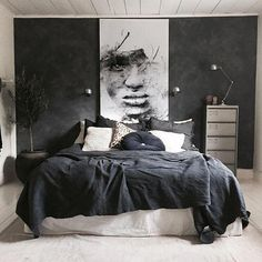 A dark bedroom with a black duvet cover - Een donkere slaapkamer met een zwart dekbedovertrek A dark bedroom with a black duvet cover – Everything to make your home your Home Room Interior, Home Interior Design, Black Rooms, Home Decor Bedroom, Bedroom Furniture, Bedroom Ideas, Budget Bedroom, Bedroom Chair, Bedroom Colors