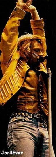 Who is this rock god-Jon Bon Jovi! Bon Jovi Now, Jon Bon Jovi, Bon Jovi Pictures, Bon Jovi Always, Most Beautiful Man, Man Alive, Perfect Man, I Smile, Cool Bands