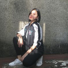 Aesthetic People, Aesthetic Girl, Cartoon Wallpaper, Cool Wallpaper, Filipina Beauty, Instagram Pose, Cellphone Wallpaper, Celebs, Celebrities