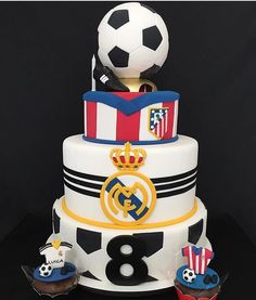 Barsa Dad Birthday Cakes, 9th Birthday, Birthday Parties, Torta Real Madrid, Royal Cakes, How To Stack Cakes, Sport Cakes, Boyfriend Anniversary Gifts, Goodie Bags