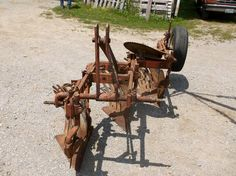 ALLIS-CHALMERS 3-Bottom Plow