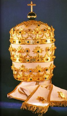 The Triple Crown of the Popes