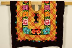 "Handembroidery top- Ethnic vintage mexican blouse ""huipil de tehuana"": Frida Kahlo-style- Istmo de Tehuantepec, Oaxaca indigenous handicraft de CadenillayFlores en Etsy https://www.etsy.com/mx/listing/508814607/handembroidery-top-ethnic-vintage"