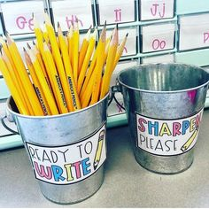 34 Excellent DIY Classroom Decoration Ideas & Themes to Inspire You « knoc knock Classroom Hacks, Classroom Layout, 3rd Grade Classroom, School Classroom, Future Classroom, Classroom Organisation Primary, Elementary Classroom Themes, Classroom Management, Classroom Decor Primary