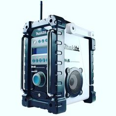 The Makita Jobsite Radio gives you the flexibility to listen to your favourite FM stations using DAB technology. It features a heavy-duty water-proof body, can be powered from either mains cable or from a wide range of Makita batteries. Cordless Drill Reviews, Cordless Tools, Site Radio, Makita Tools, Plumbing Tools, Tool Shop, Workshop Organization, Shopping World, Boombox