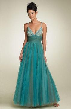 Elegantes vestidos de gasa color turquesa  http://vestidoparafiesta.com/elegantes-vestidos-de-gasa-color-turquesa/