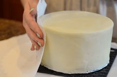 DIY How to frost a cake with a paper towel and make it look like fondant