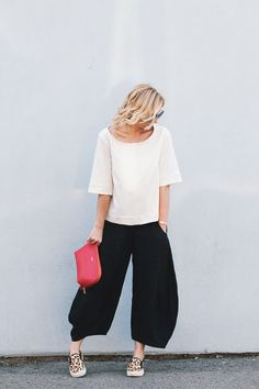 How to wear the wide leg pant trend on The City Sage. Photo by Mercie Ghimire Photography.