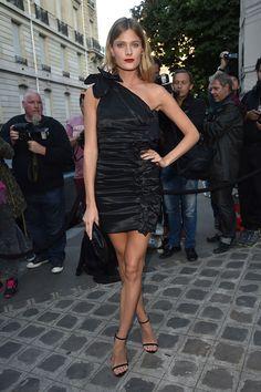 Es ist Fashion Week in Paris und somit tummelt sich auch die Elite der Modebranche genau dort. Kein Wunder, dass unsere heutige Best-Dressed-Galerie ausschliesslich aus schönen Damen besteht, die in der französischen Haupstadt die Strassen eingenommen haben. Viel Spass beim Durchklicken!