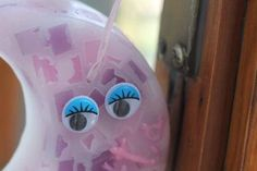 https://flic.kr/p/NdRAEz | MEZZALUNA MARMORIZZATA DA APPENDERE – REALIZZATA IN CERA | Mezzaluna marmorizzata, nei colori glicine, rosa e bianco, realizzata in cera. Decorata con il nome della bimba scritto a mano in 3D, un nastrino rosa chiaro e due occhietti (che si muovono) in plastica. Alla profumazione 100% naturale di menta piperita. Dimensioni: 110 x 55 mm.  Oggetto artigianale, realizzato in cera.  Per saperne di più visita il sito:  www.ilmiomondoincera.com