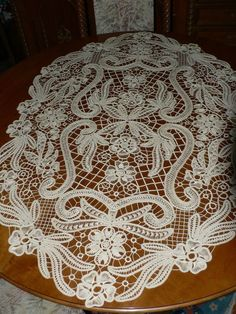 Centro tavola in Macrame rumen Filet Crochet, Crochet Motif, Irish Crochet, Crochet Lace, Macrame Patterns, Lace Patterns, Crochet Patterns, Hungarian Embroidery, Hand Embroidery