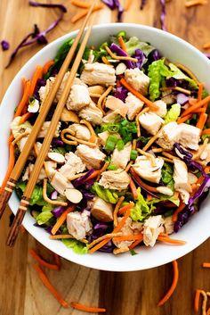 Čínský kuřecí salát - Život v lofthouse Meat Salad, Soup And Salad, Beef Recipes, Chicken Recipes, Healthy Recipes, Salad Dressing Recipes, Salad Recipes, Chinese Chicken Salad Dressing, Kitchens