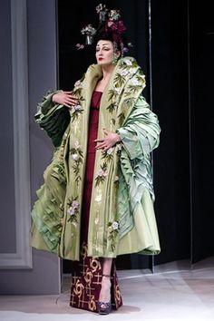 Erin O'Connor at Christian Dior Haute Couture Spring 2007 by John Galliano. John Galliano, Galliano Dior, Dior Fashion, Fashion Art, Runway Fashion, Fashion Show, Fashion Design, Gothic Fashion, Fashion Trends