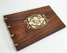 Boda libro de visitas - madera - nogal - emblema personalizado chapa