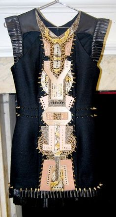 This dress is so cool just want something like it!