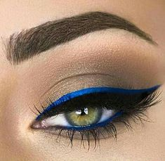 Seriously though, does blue eyeliner ever get old? I remember when I was in college years ago, I was obsessed with wearing blue eyeliner. It compliments any eye color, and if you have hazel eyes, it really does make it pop. Blue Makeup Looks, Blue Eye Makeup, Eye Makeup Tips, Makeup Goals, Makeup Inspo, Makeup Inspiration, Blue Eyeshadow, Makeup Ideas, Blue Eyeliner Looks