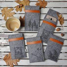 Piątek na pełnych obrotach...jeszcze ciepłe etui na telefon z leśnej serii... właśnie trafiły na sklepową półkę 👌🌲🦊🌲...kosmetyczki też już w sprzedaży 🍃 New... #phonecase #etui #felt #naturelover #forestlovers #forest #simply #design #minimalistics #grey #nature #handycraft #fox #bear #paprotka #autumnmood #reginaland_art #happybird_art