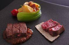 蓼科キュイジーヌ <肉料理> 一例 ~蓼科牛のステーキ 2種の楽しみ~   シャリアピンソースとシンプルに塩胡椒で